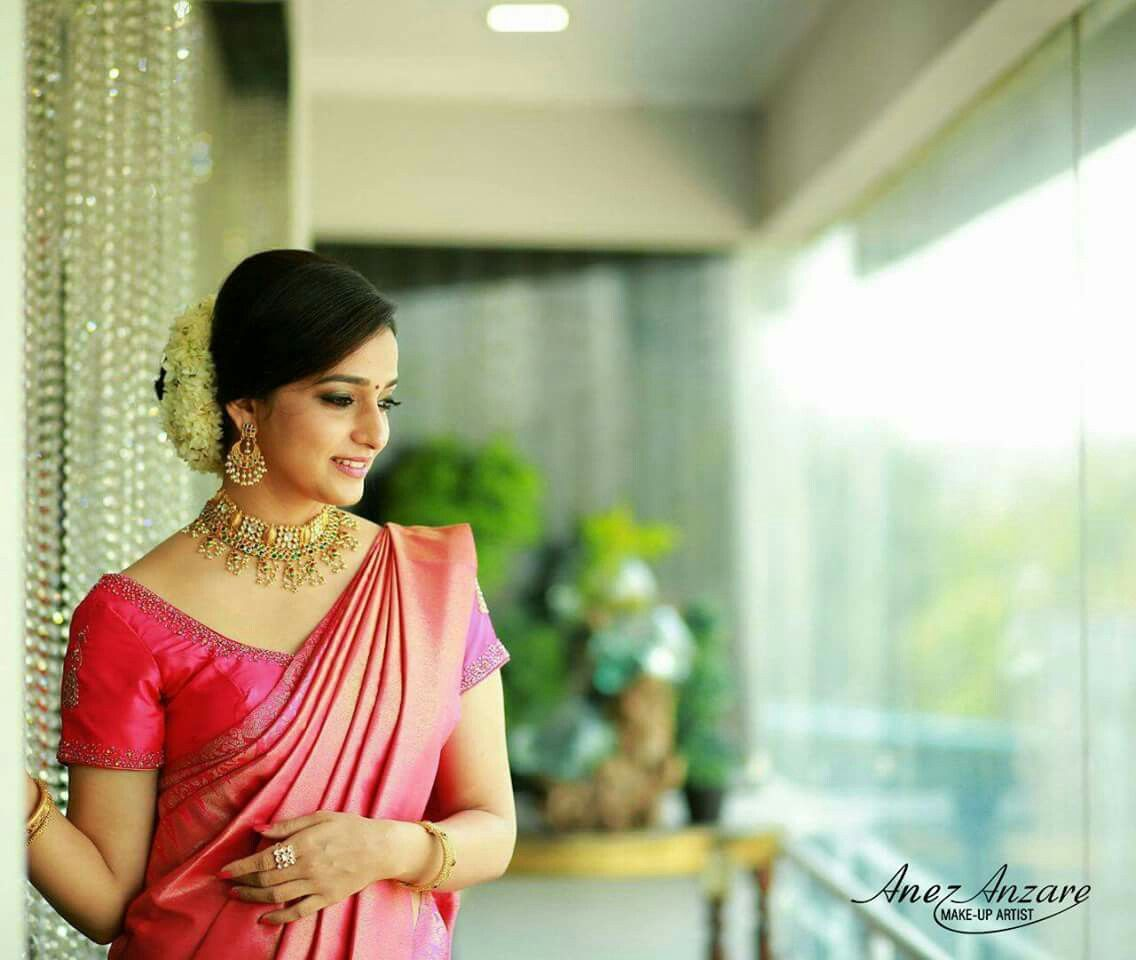 Kerala Bride Simple Hairstyle For Long Forehead: What A Beautiful Large Low Bun With Real Flower Gajra