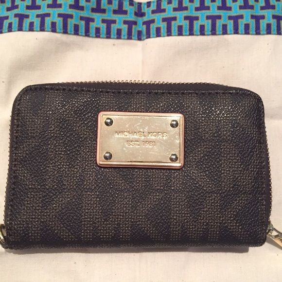 Michael Kors Brown Jet Set Wallet Michael Kors Wallet. Missing wristlet strap otherwise in great condition. Open for negotiations on price. Michael Kors Bags Wallets