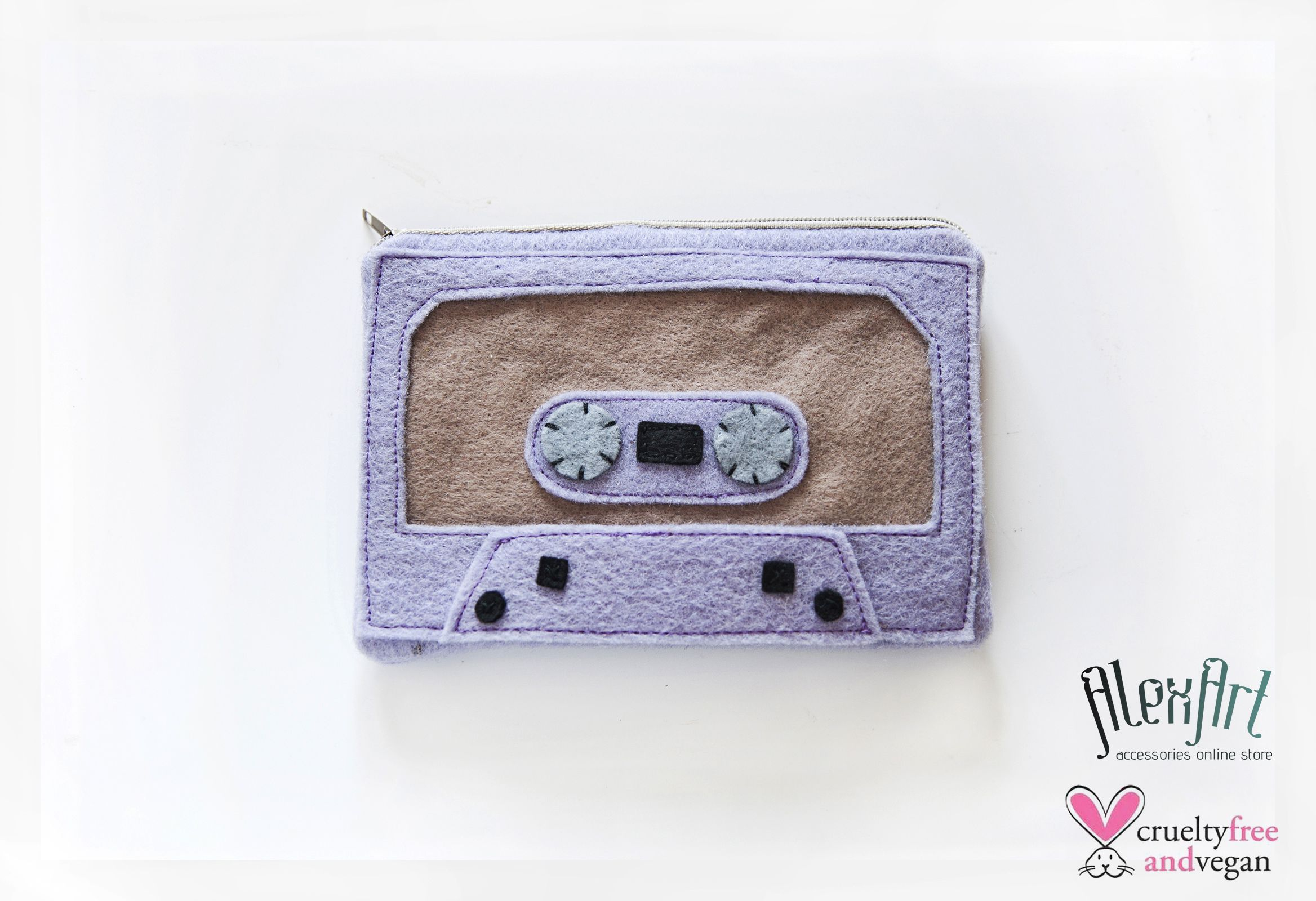 Audiotape pouch! Find it on our store http://www.alexart.tictail.com
