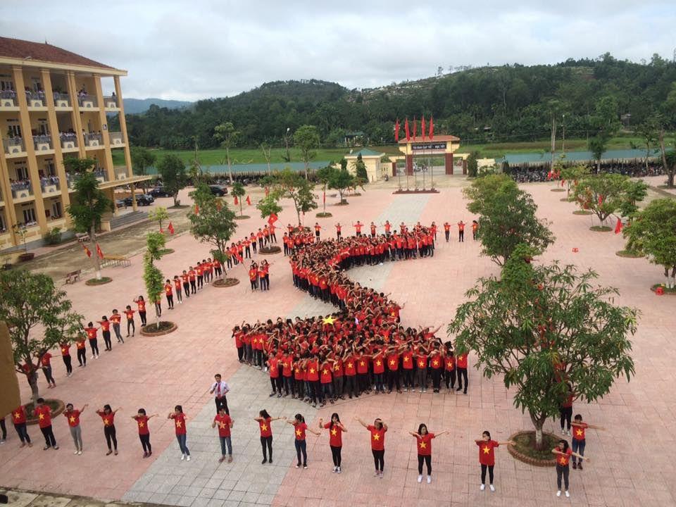 Tiết mục mặc áo cờ đỏ sao vàng xếp hình bản đồ Việt Nam - Hình 3