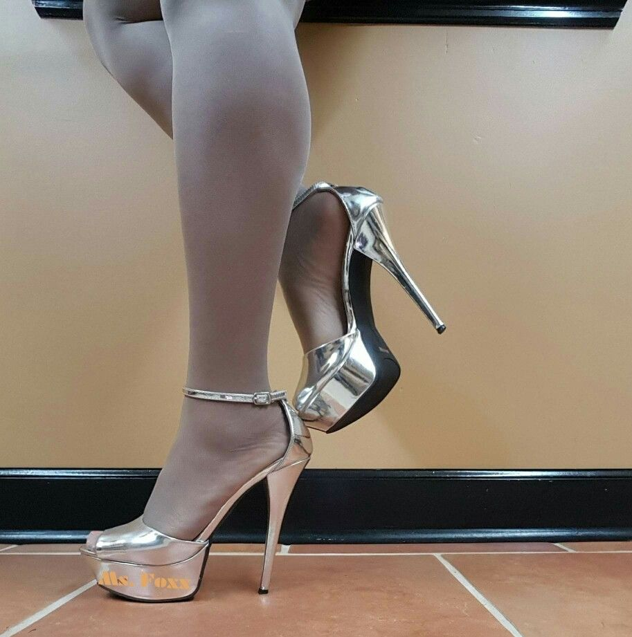 c4b7efe13ed06d Pretty silver open toe sandals filled with sexy white nylons. Plateau  Highheels