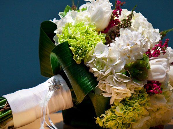 Ramo de novia con broche pequeño