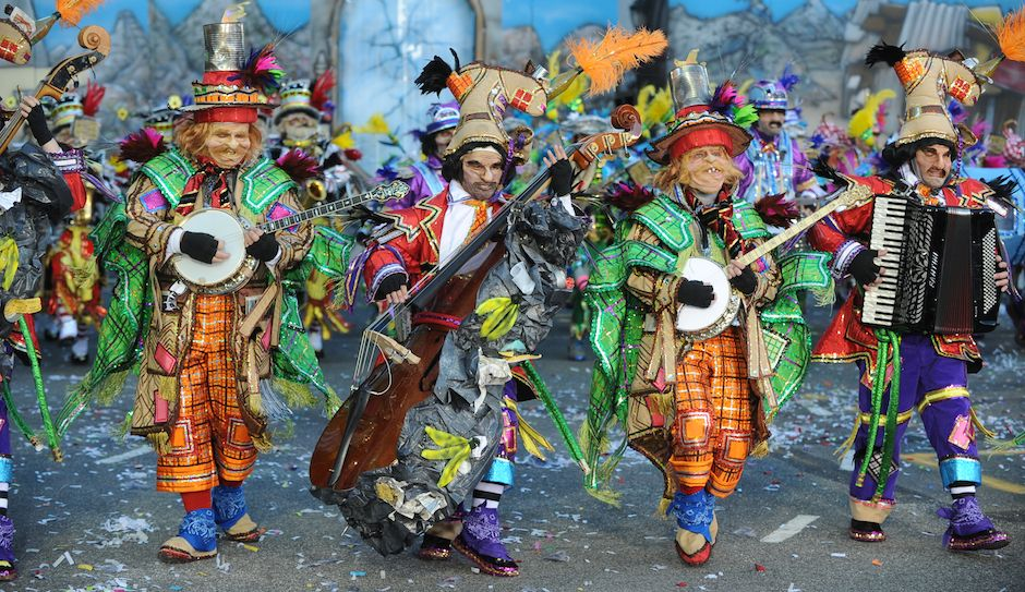 Mummers Strutting down Broad Street For 2015 Parade