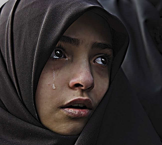 This 12-year-old girl cries STONES instead of tears (WATCH) |