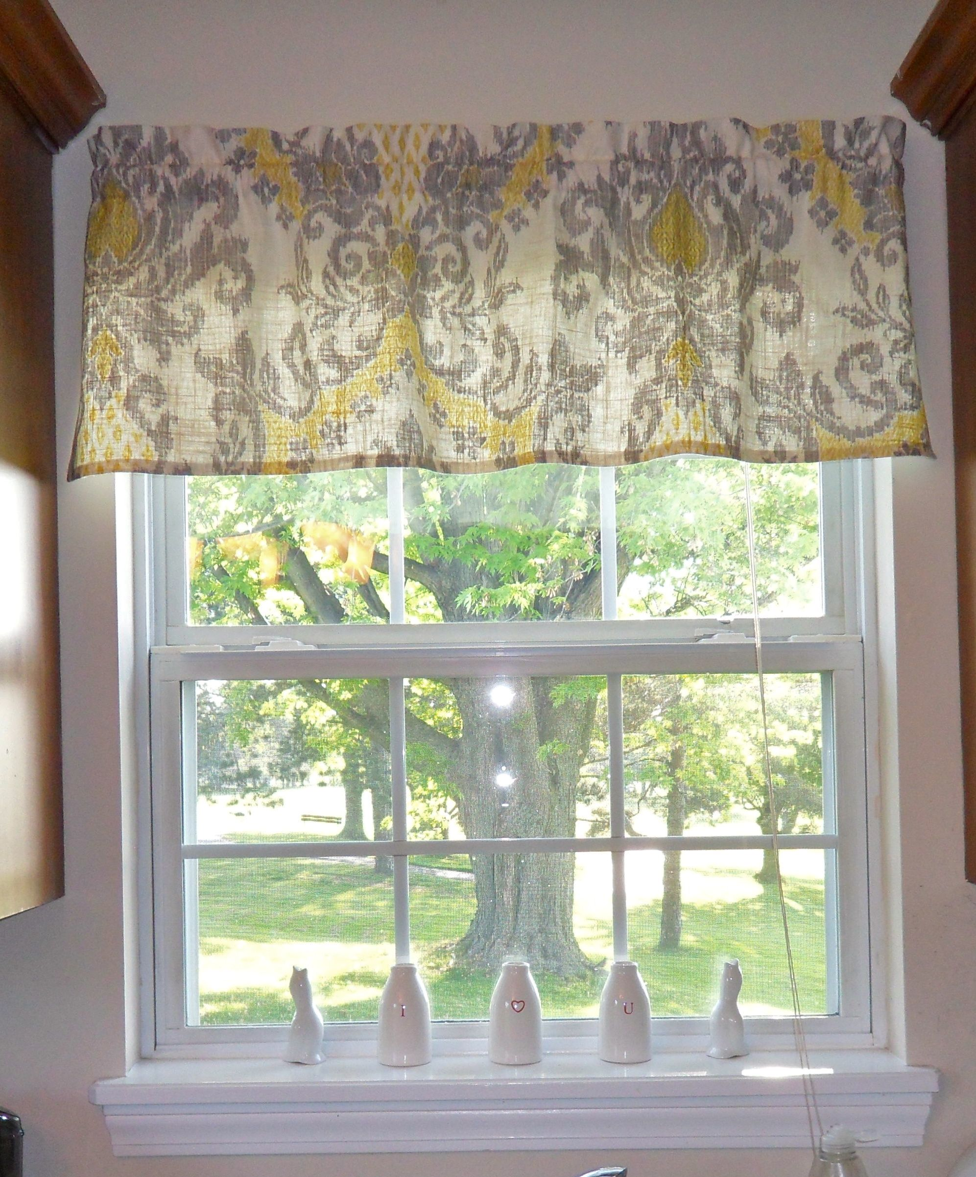 Guest grey yellow love this pattern tute making it with danielle room bed rooms - Kitchen valance patterns ...