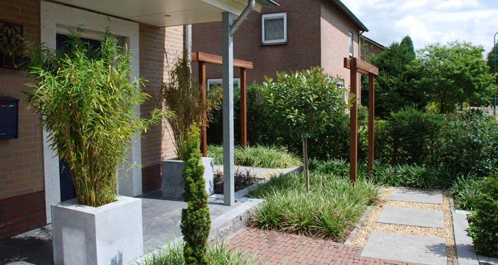 Strakke tuin google zoeken front garden ogr d frontowy pinterest gardens - Eigentijdse tuinfoto ...