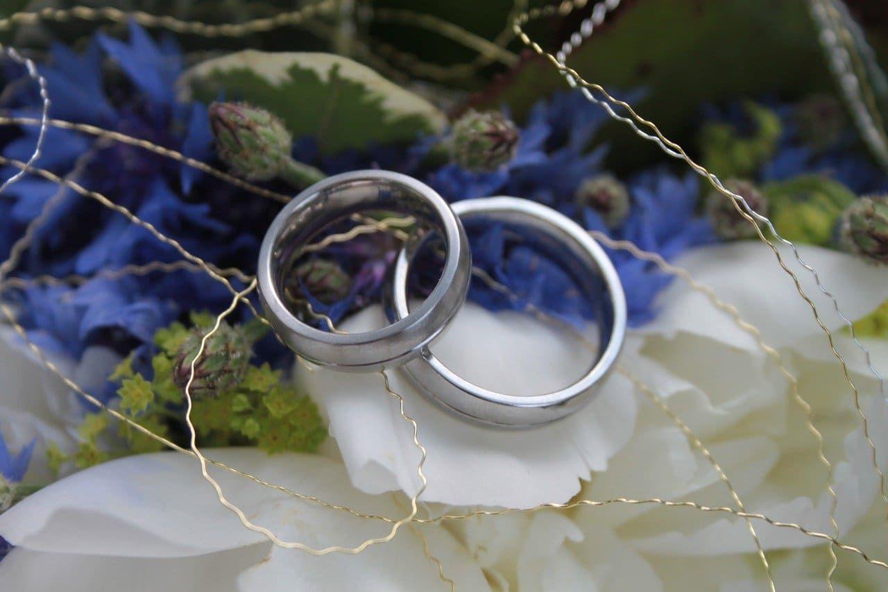Altes Neues Geliehenes Und Etwas Blaues Ideen Und Bedeutung Braut Boutique Etwas Geliehenes Hochzeit Ringe Passende Eheringe
