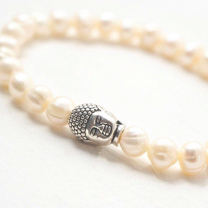 """June's birthstone is Pearl 🐚💎🐚 Beautiful gem of the sea, Pearl symbolises purity and is known as a """"stone of sincerity"""". A symbol of feminine energy in many cultures, pearls are believed to help women connect with their inner goddess 💖"""