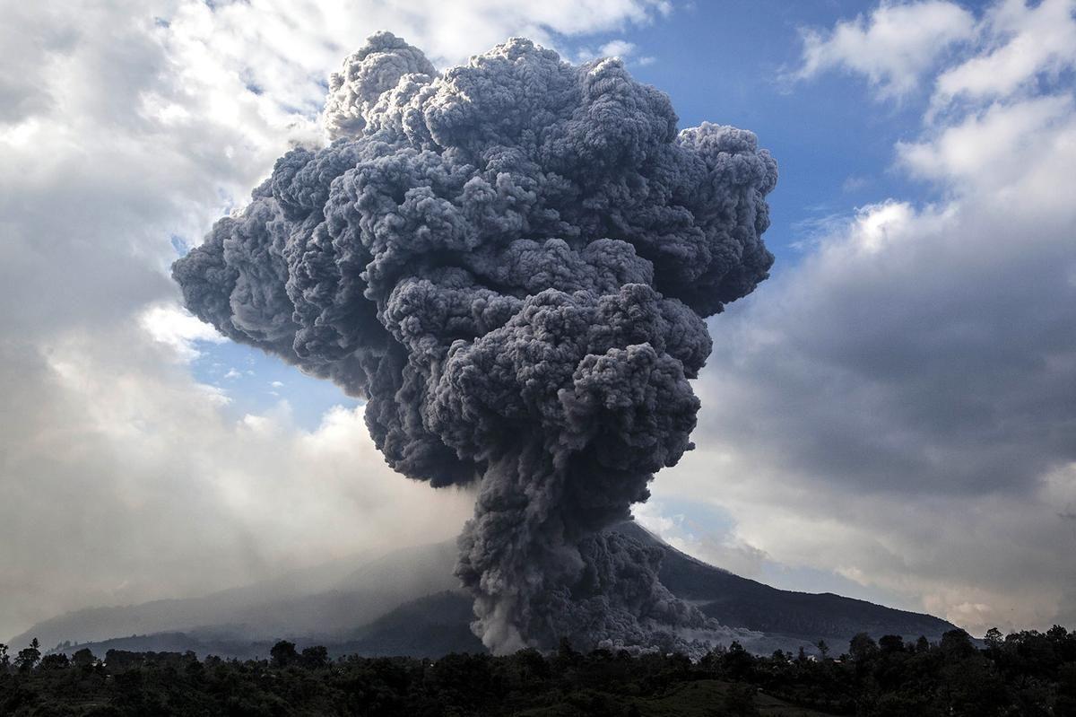 Mount Sinabung Volcano Eruption, Berastagi, Sumatra, Indonesia ...