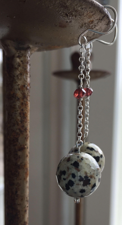 Zillakoru, dalmatia jaspis ja granaatti korvakorut