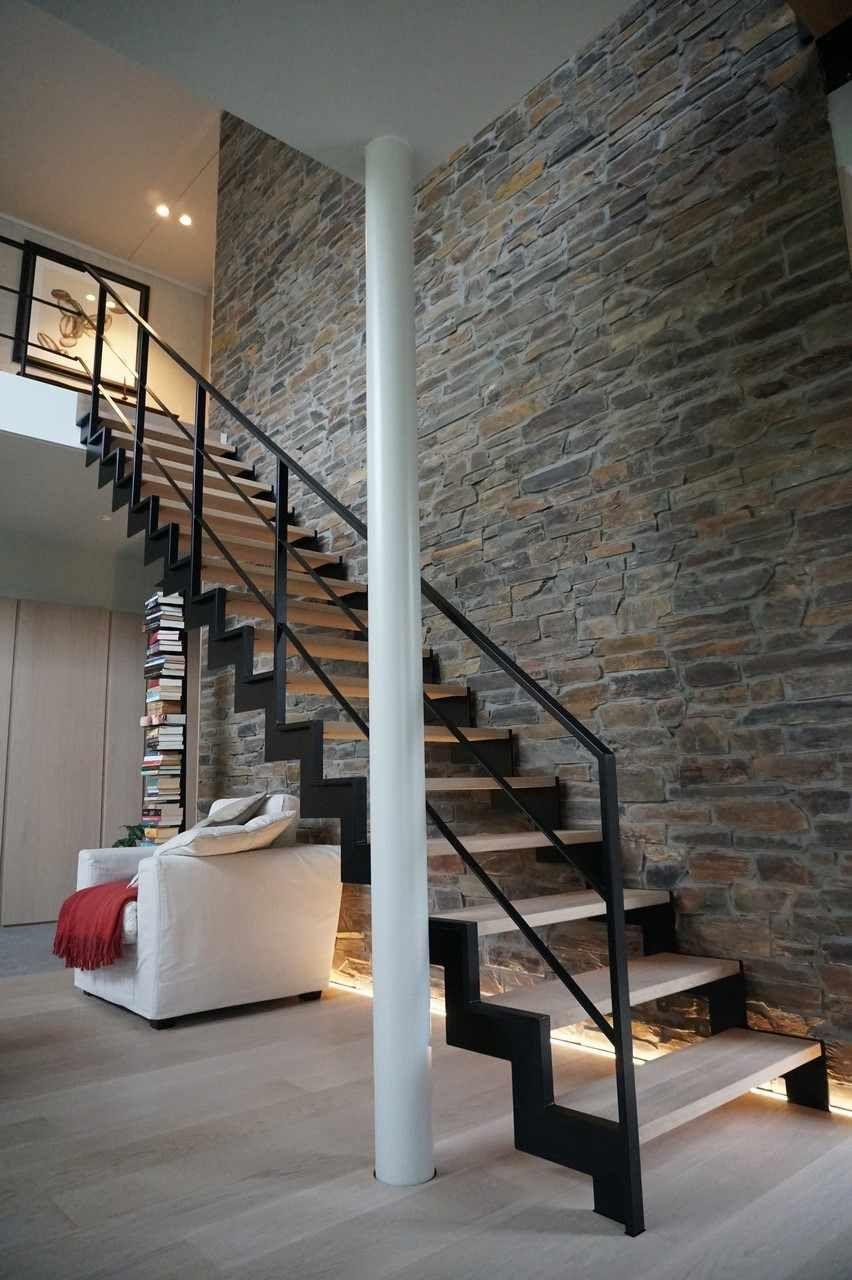 Mur Pierre Apparente Intérieur escalier noir et bois moderne en quelques designs splendides