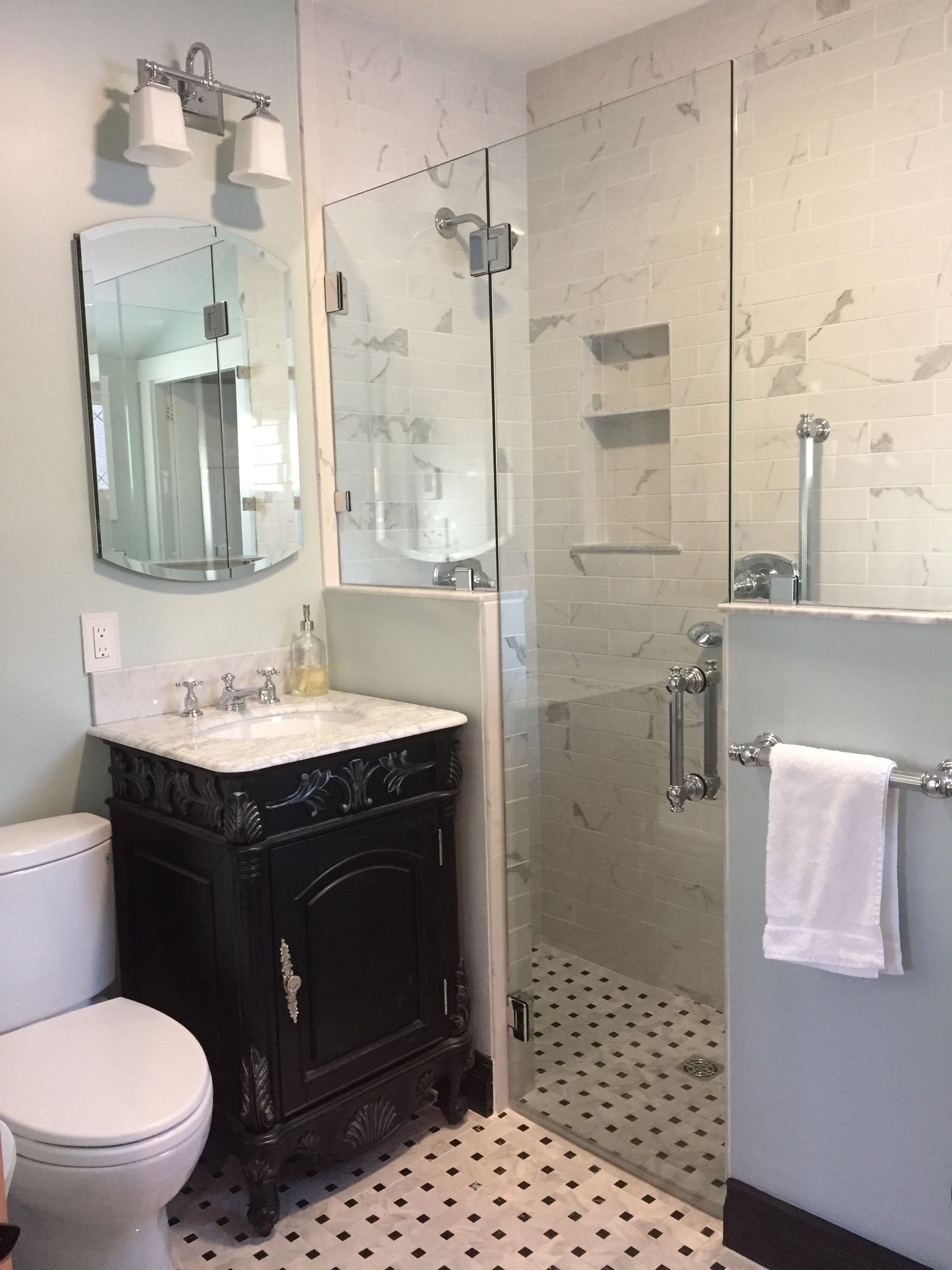 Black And White Bath Small Space Vintage Bathroom With Walk In Shower Small Space Bathroom Design Small Remodel Diy Bathroom Remodel