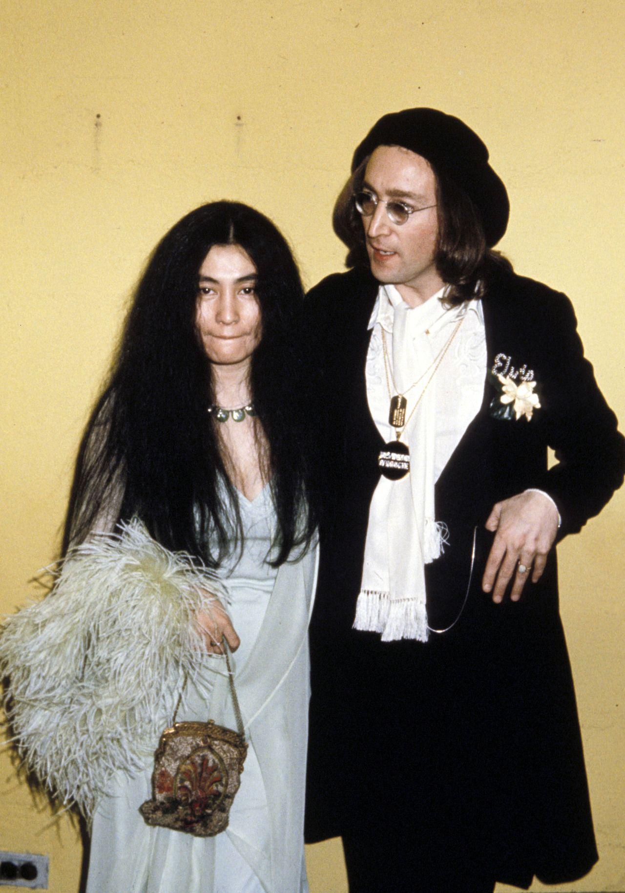 Twixnmix The Righteous Brothers David Bowie Yoko Ono John Lennon And Roberta Flack Backstage At The John Lennon And Yoko John Lennon John Lennon Yoko Ono