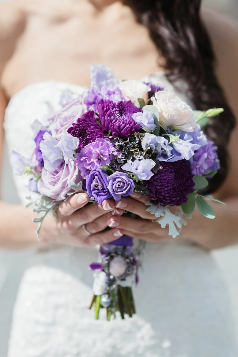 buket-svadebnie-buketi-sirenevie-fioletovie