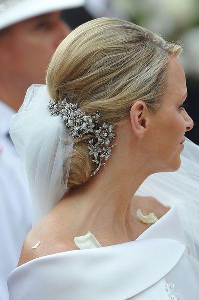 Le Royal Blog de Paris Match revient en images sur les looks arborés par la princesse Charlène de Monaco à l'occasion de son mariage en 2011, il y a 5 ans.