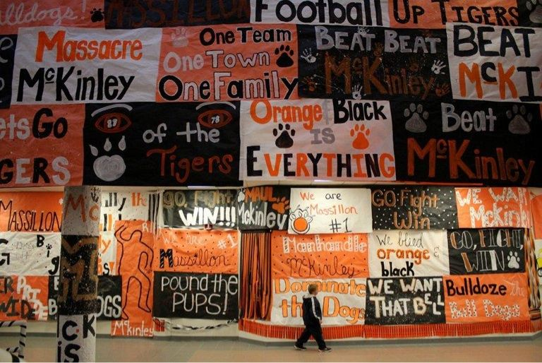 meet the players pep rally signs