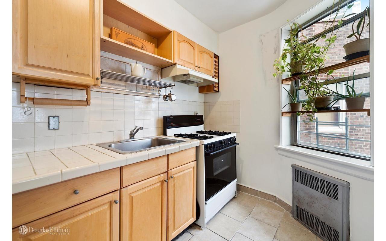 800 Grand Concourse 5js In Concourse Bronx Kitchen Cabinets Home Decor Kitchen
