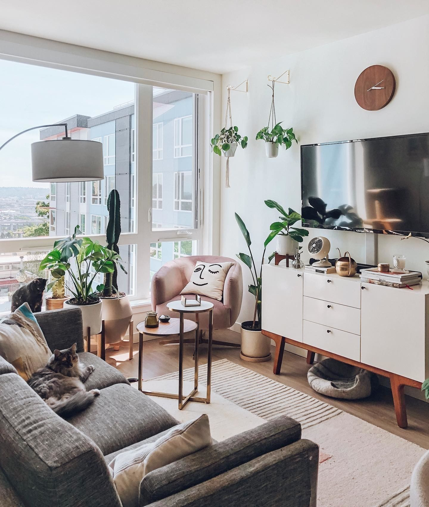 20 Best Apartment Decorating Ideas On A Budget To Try Asap Living Room Decor Apartment Small Apartment Living Small Apartment Living Room