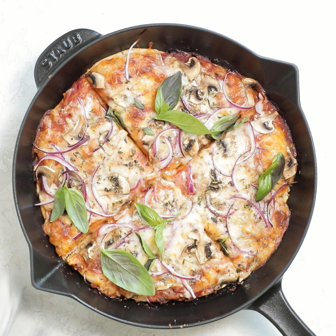Cast Iron Pizza is an easy way to make homemade pizza with crispy golden edges and delicious chewy dough - made with an oven-safe skillet in just 30 minutes | Vegetarian | Quick | Thin Crust | Deep Dish | Video | Weeknight Meal #castironpizza #quickpizza #castironrecipes #skilletpizza #panpizza #vegetarian #feelgoodfoodie #recipevideo #foodvideo