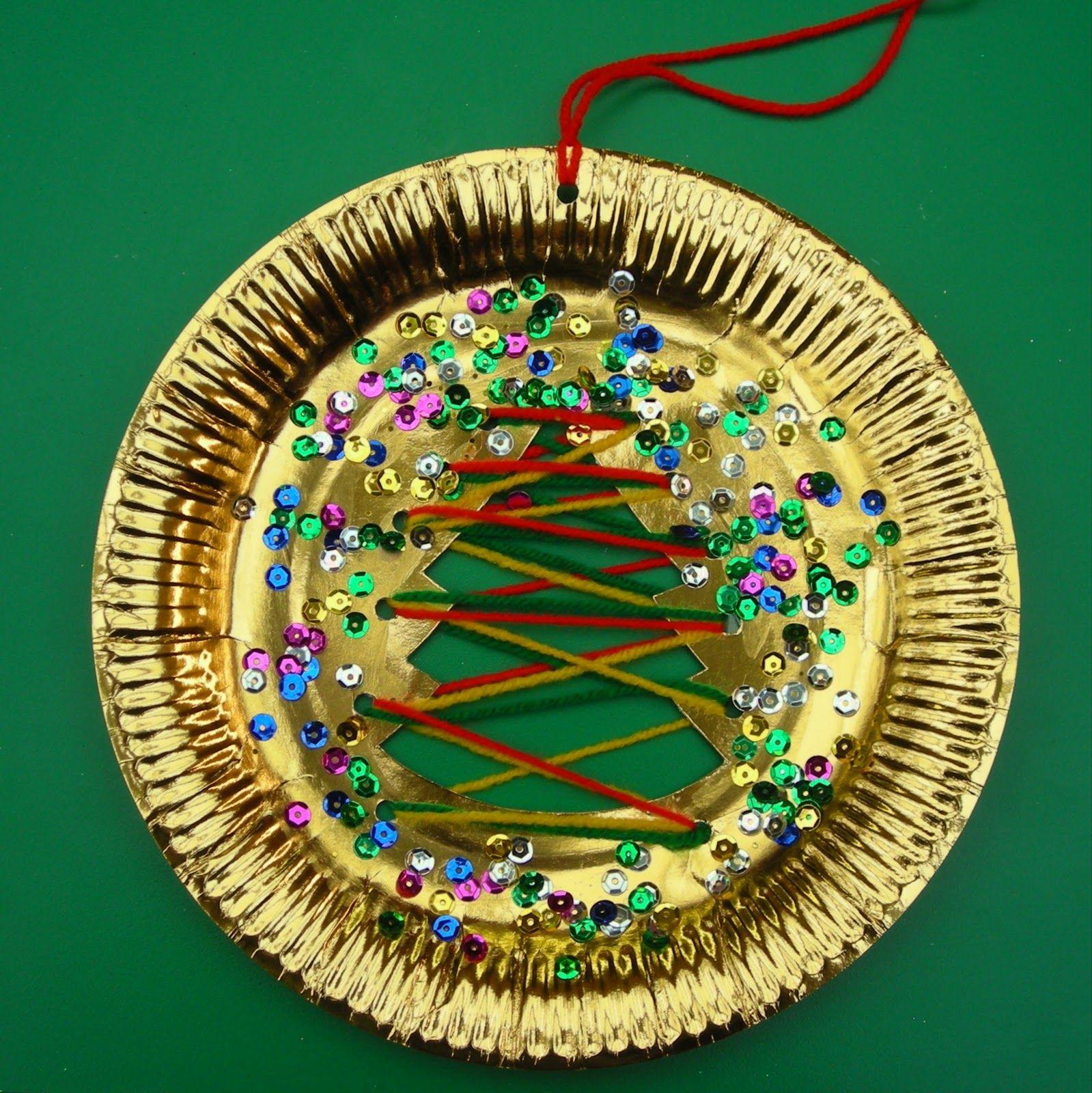 adaptive art Paper Plate & Wool Christmas Decoration