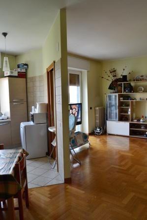 #Bicocca - Fulvio Testi In #affitto ampio appartamento con grande soggiorno, cucina a vista e balcone, ampia camera matrimoniale con possibilità di cabina armadio. http://www.rossomattone.eu/Milano_Bicocca_Fulvio_Testi_Milano_Affitto_Bilocale_Viale_Fulvio_Testi-h169-m19-s14-p16.html?&conta_lista=0&metodo=DESC&ordina=