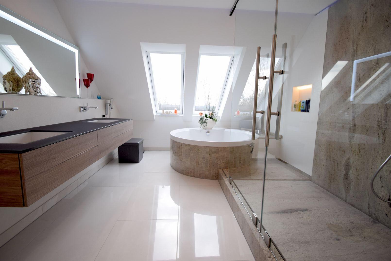 Badsanierung Von Grund Auf Neu Gebaut Das Alte Badezimmer War Zwar