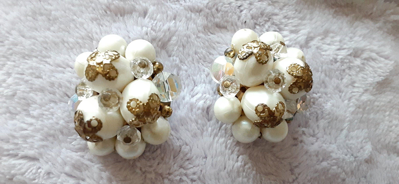 1960/'s White Cluster Clip On Earrings