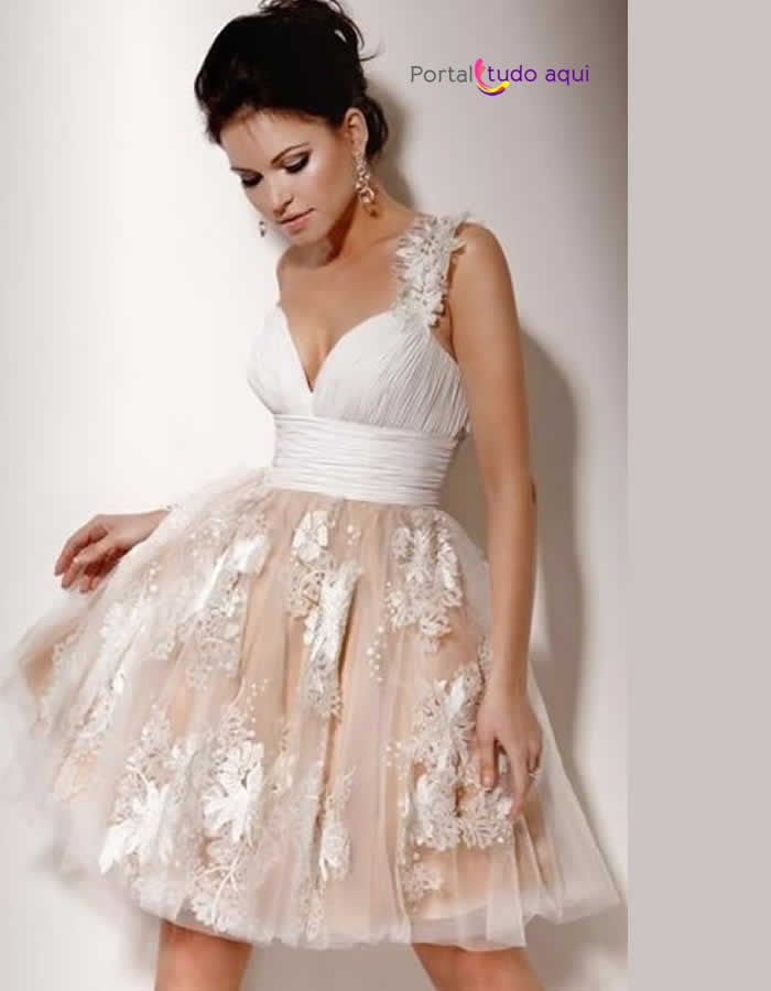 vestido-debutante-curto-moderno-nude-saia-babado-tule