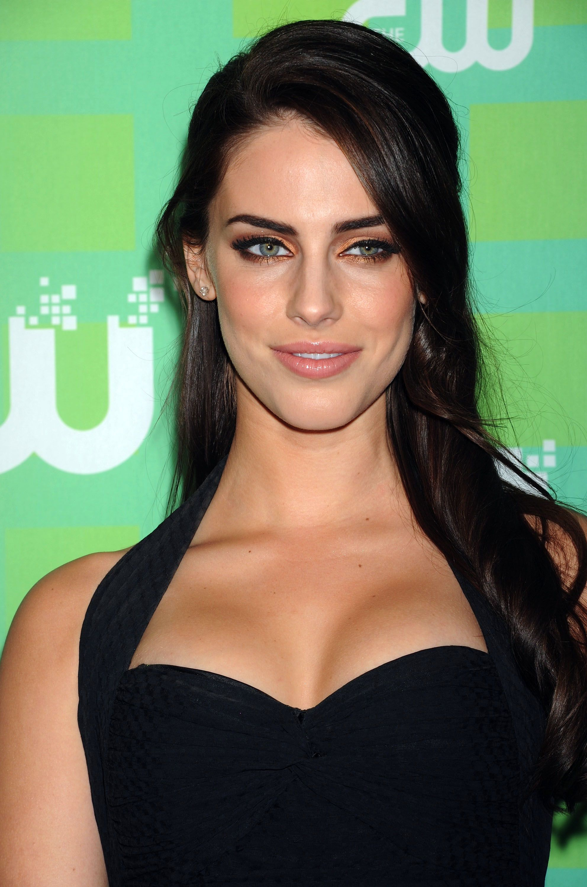 Jessica Lowndes Check eye cream reviews on social media