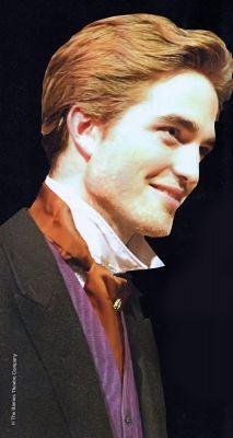 Robert Pattinson - em foto antiga, peça de teatro.