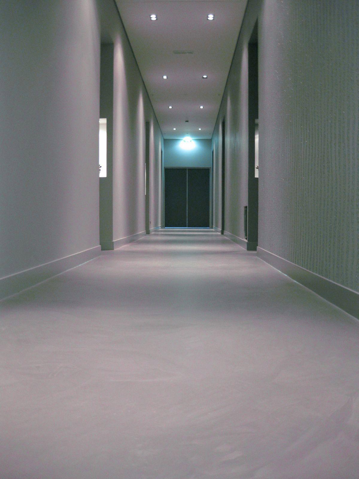 #gangen met #gietvloer in Hotel de Weverij