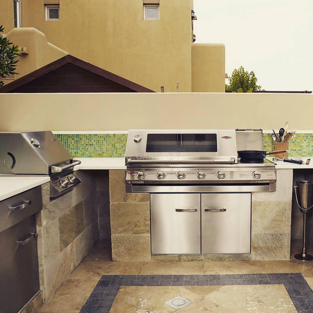 Outdoorküche mit BeefEater Einbaugrill // Outdoorkitchen with ...