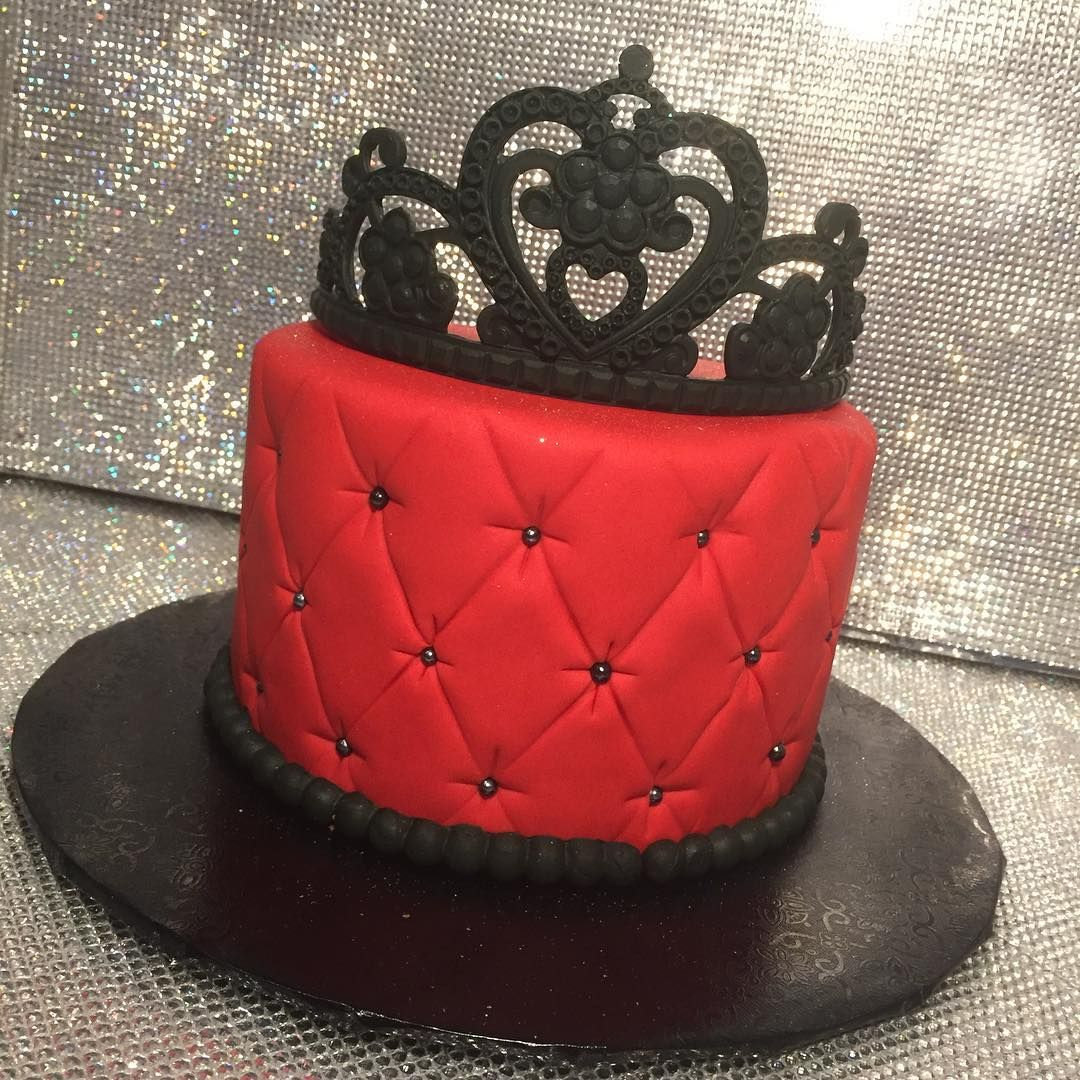 Royal! #showboy #showboybakeshop #bakery #lasvegas #anthem #sevenhills #summerlin #bestoflasvegas2014 #bestoflasvegas2015 #bestoflasvegas2016 #cupcakewars #cakewars #foodnetwork #custom #cake #cakes