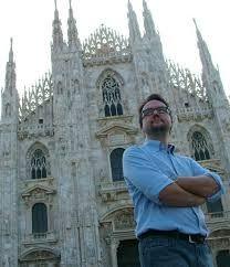 La sera di venerdì 20 marzo ero alla libreria Feltrinelli di Vigevano all'incontro con lo scrittore e sceneggiatore Paolo Roversi, che, con uno stile preciso e coinvolgente, ha presentato il suo romanzo