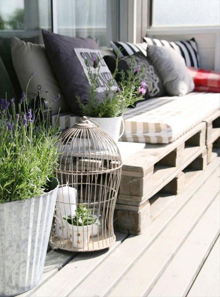 30 Aesthetic Balcony Design Ideas For Beautiful View Dlingoo Decoracion De Unas Terrazas Con Palets Decoracion Terraza