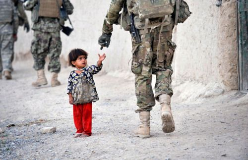 Peace With War A Pic Of Pakistan Army Afghan Girl Army Soldier War