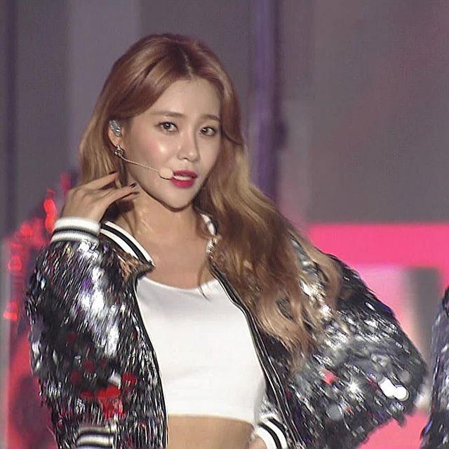 _161226 SBS Gayo Daejun #AOA #goodluck #stage - #유나 #yuna (1).