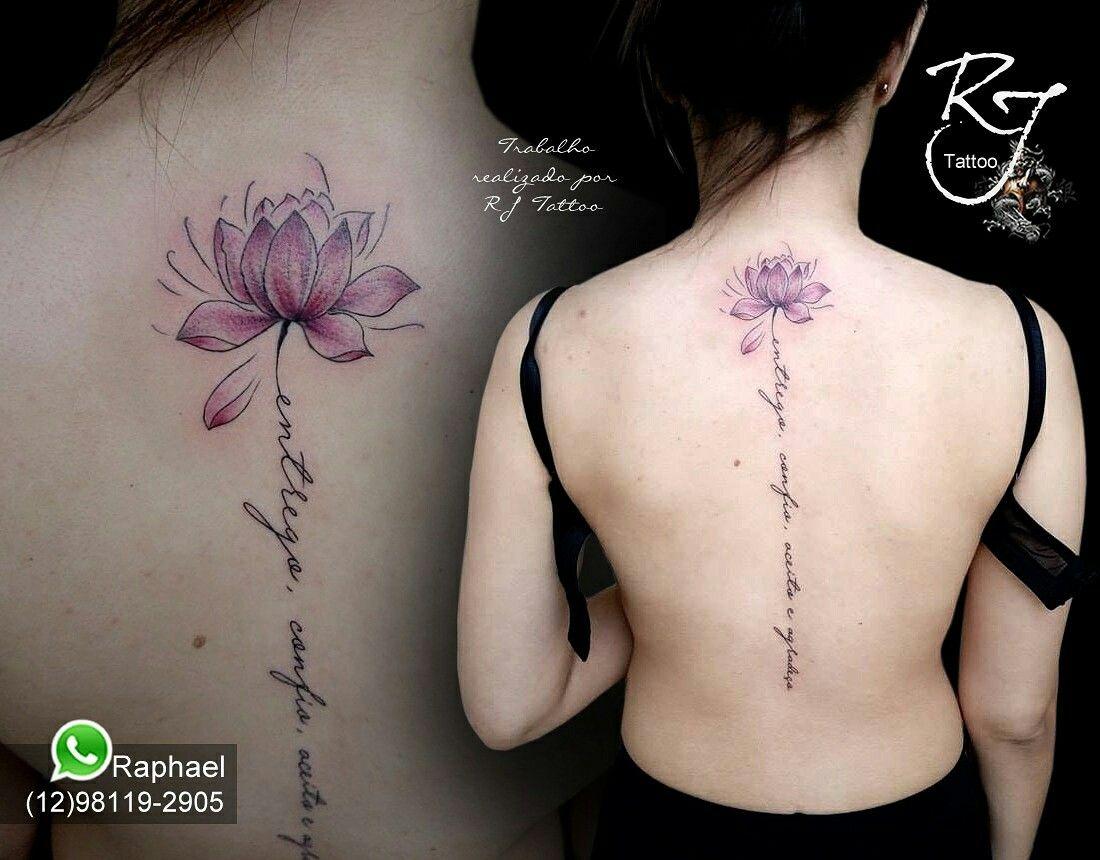 Tatuagem flor de lótus com frase Tatuagem flor, Tatuagem