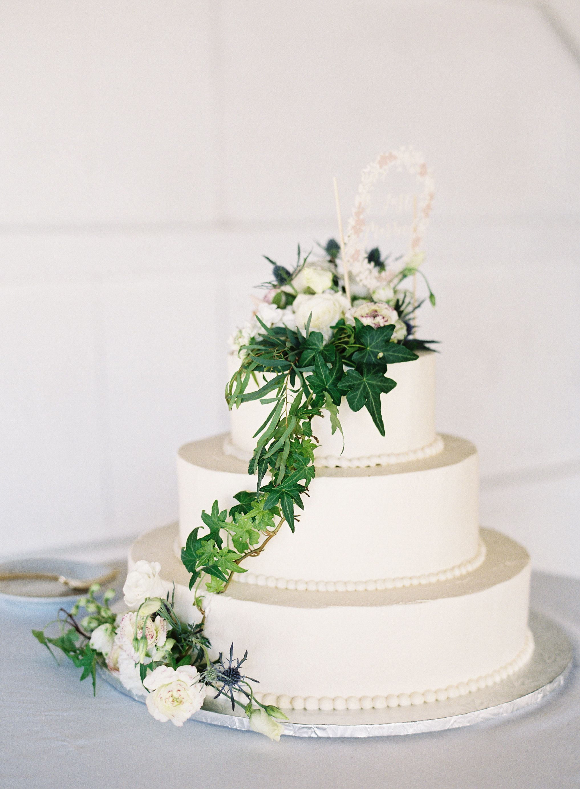 A Beach Wedding With To-Die-For Floral Moments | Greenery, Cake and ...