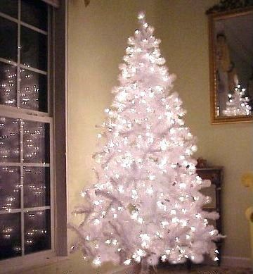 White Pre-Lit Artificial Christmas Tree: 6.5 Foot, with 750 Tips ...