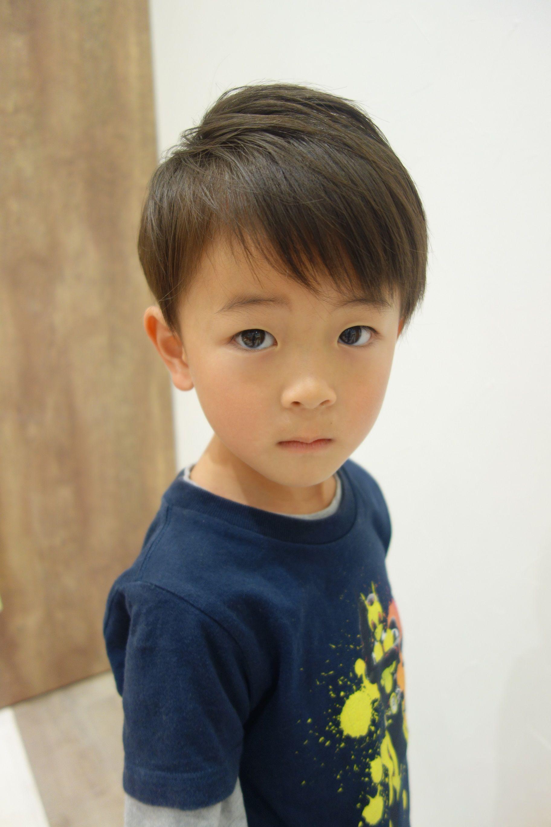 小学生男子のおしゃれな髪型 人気のヘアスタイルはどれ 男の子のかっこいい髪型を人気順にご紹介 Hugkum 小学館公式 ボーイズヘアカット 日本のヘアカット キッズカット 男の子