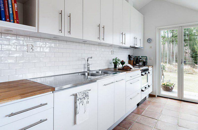 Carrelage Metro Blanc Dans La Cuisine Et La Salle De Bains Interieur De Cuisine Blanc Interieur Moderne De Cuisine Interieur De Cuisine