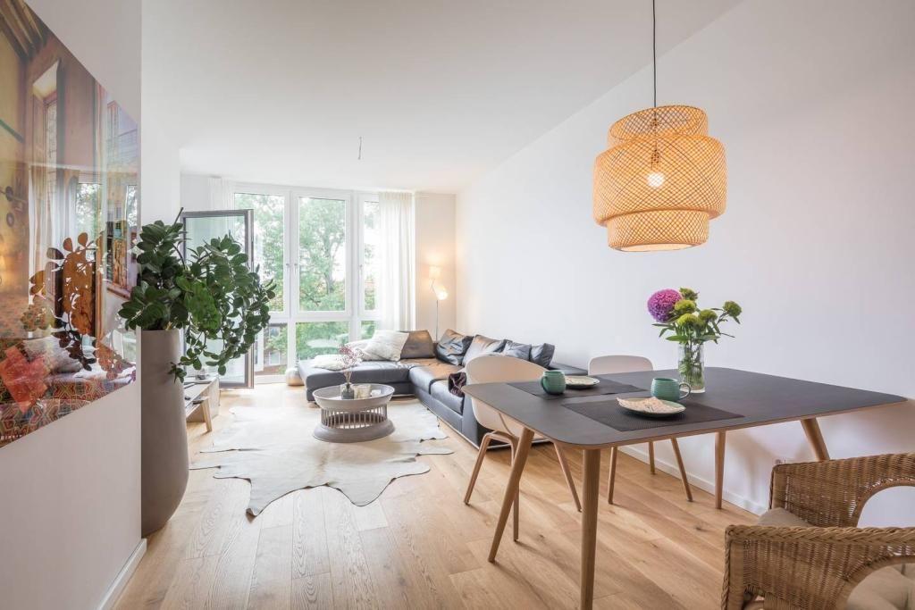 Ein Designer Esstisch In Einem Modernen Wohn /Essbereich! Eine Spannende  Idee!