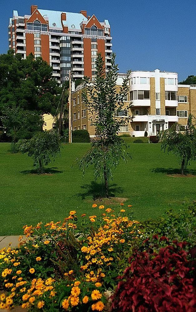 """Cincinnati Eden Park """"Apartments on the Overlook"""" Eden"""