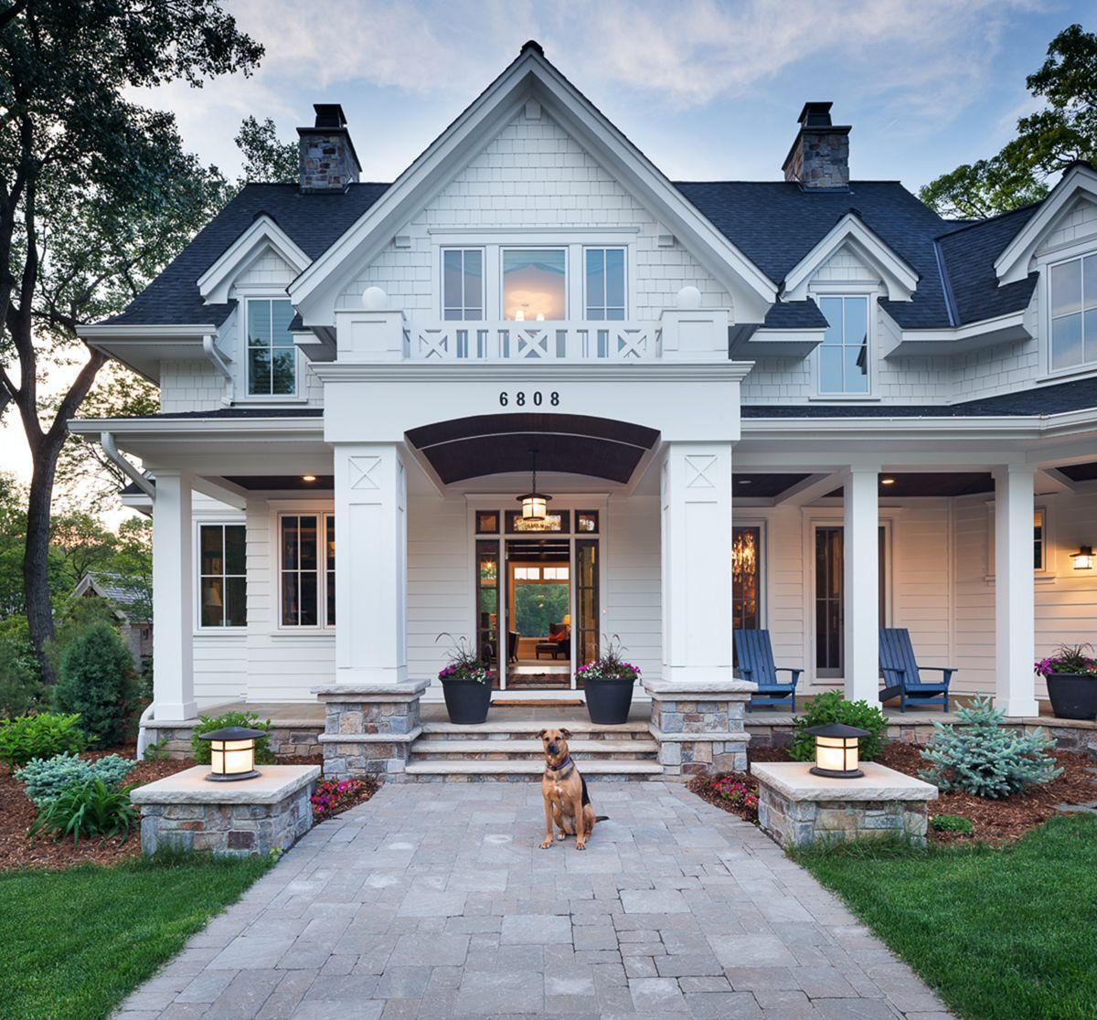 Classic Home Exterior Design: 4 Best Cozy Classic House Designs You Can Have In 2020