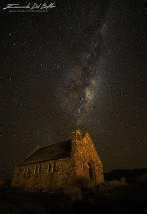 Chiesa del Buon Pastore durante una limpida notte invernale, Lago Tekapo, Nuova Zelanda.