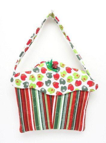 cloth cupcake purse, Christmas stocking, fabric gift bag, gift wrap, cupcakes, frosting, Christmas wrapping Christmas gift bag, XCC201
