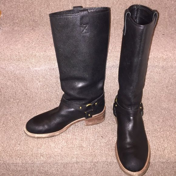 Banana republic Genuine leather boots! Genuine good quality leather boots! Some wear on the soles. But much life in them for more years to come. Pair it with your fav motorcycle jacket or a pair of shorts! Banana Republic Shoes Combat & Moto Boots