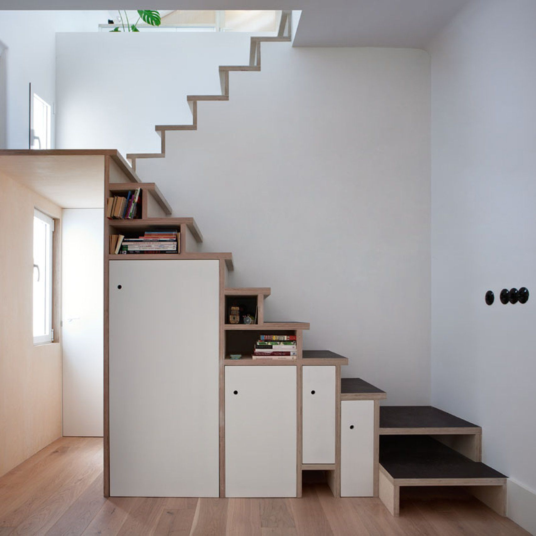 Small Homearchitecture: Space-saving Storage Solutions Are Built Into Room