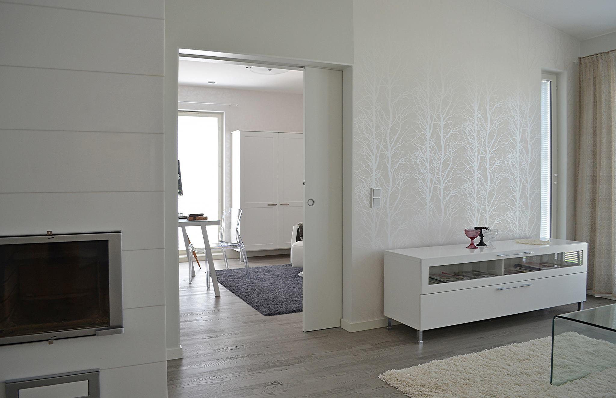 Porte coulissante Eclisse dans intérieur blanc contemporain   Portes ...